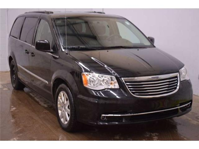 2015 Chrysler Town & Country Touring- BACKUP CAM * FULL STOW N GO * HANDSFREE  (Stk: B2200A) in Kingston - Image 2 of 30