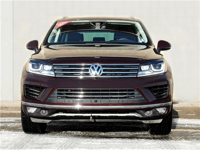 2017 Volkswagen Touareg 3.6L Execline (Stk: V7033) in Saskatoon - Image 2 of 19