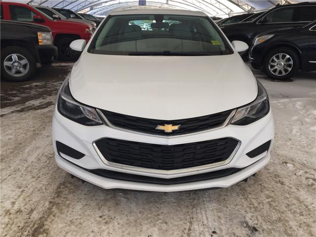 2017 Chevrolet Cruze LT Auto (Stk: 145670) in AIRDRIE - Image 2 of 19