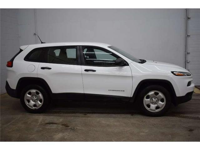 2016 Jeep Cherokee SPORT 4X4 - TOUCH SCREEN * CRUISE * A/C  (Stk: B3417) in Kingston - Image 1 of 30