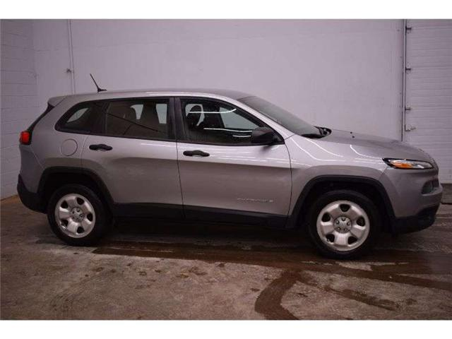 2016 Jeep Cherokee SPORT - CRUISE * A/C * ALLOY RIMS (Stk: B3758) in Kingston - Image 1 of 30