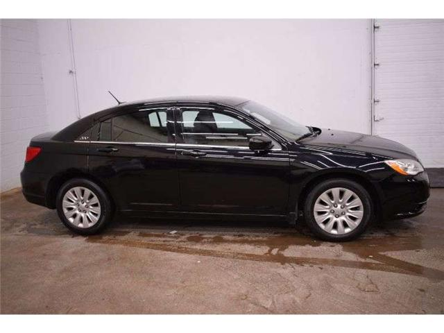 2013 Chrysler 200 LX - LOW KM * CRUISE * CLOTH * AUX READY (Stk: B3664) in Kingston - Image 1 of 30