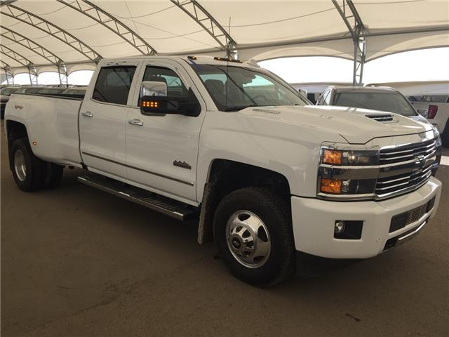 2017 Chevrolet Silverado 3500HD High Country (Stk: 155411) in AIRDRIE - Image 1 of 32
