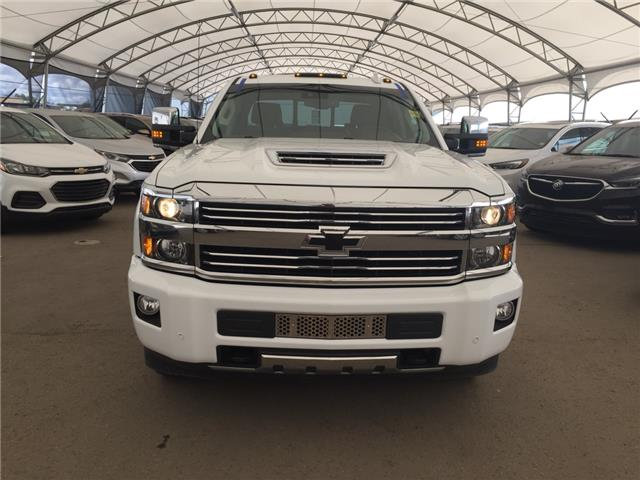 2017 Chevrolet Silverado 3500HD High Country (Stk: 155411) in AIRDRIE - Image 2 of 32