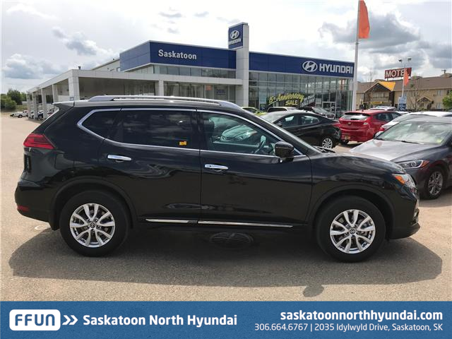 2017 Nissan Rogue SV (Stk: 40001A) in Saskatoon - Image 2 of 20