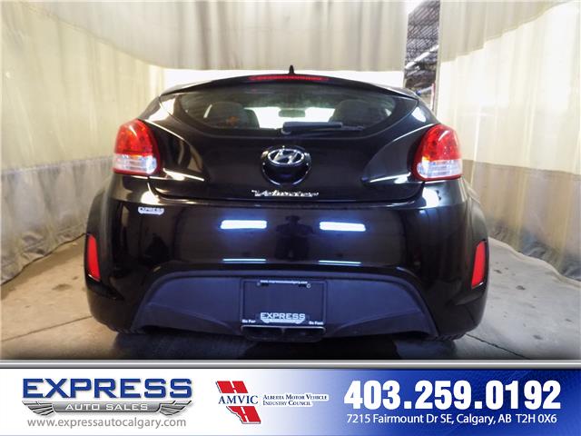 2017 Hyundai Veloster Base (Stk: P15-1130) in Calgary - Image 5 of 17