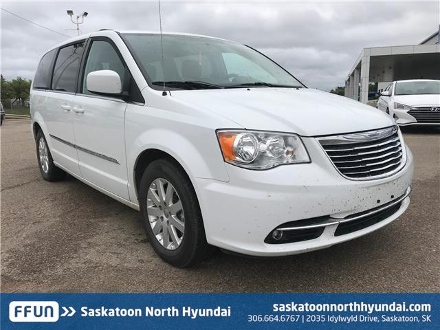 2016 Chrysler Town & Country Touring (Stk: 39259A) in Saskatoon - Image 1 of 16