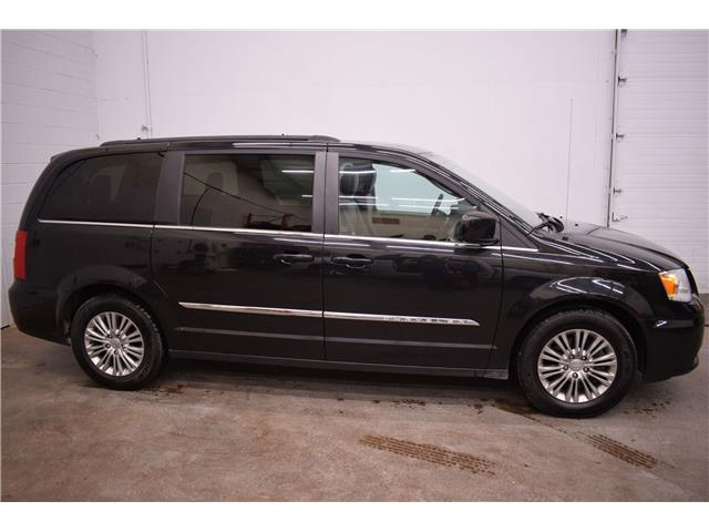 2016 Chrysler Town & Country TOURING L - LTHR * REMOTE START * HTD SEATS  (Stk: B4377) in Kingston - Image 1 of 30