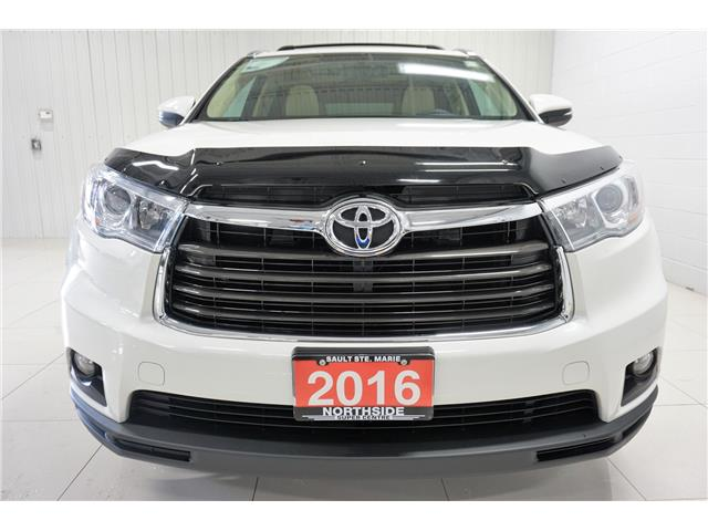 2016 Toyota Highlander Limited (Stk: P5422) in Sault Ste. Marie - Image 2 of 25