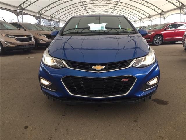 2017 Chevrolet Cruze Hatch LT Auto (Stk: 151006) in AIRDRIE - Image 2 of 28