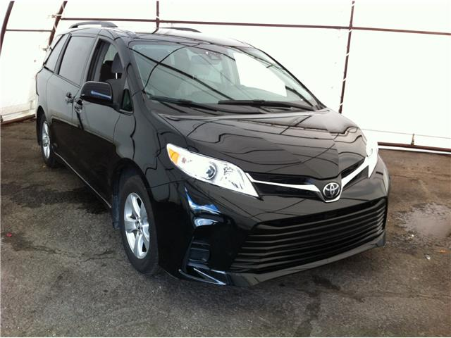 2019 Toyota Sienna LE 8-Passenger (Stk: R8496A) in Ottawa - Image 1 of 30