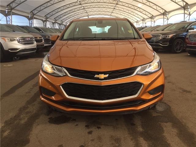 2017 Chevrolet Cruze Hatch LT Auto (Stk: 158971) in AIRDRIE - Image 2 of 31