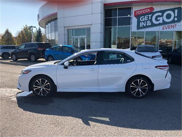 2020 Toyota Camry SE (Stk: 31368) in Aurora - Image 2 of 17