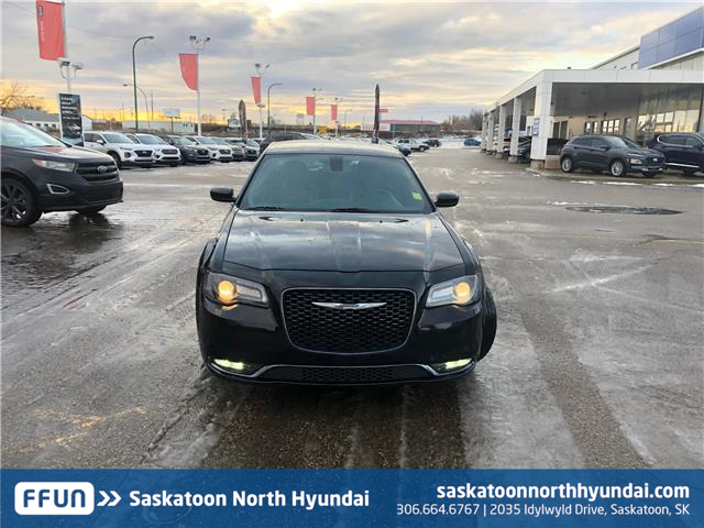 2018 Chrysler 300 S (Stk: B7451) in Saskatoon - Image 2 of 30