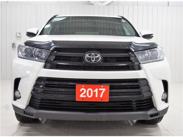 2017 Toyota Highlander XLE (Stk: H19091A) in Sault Ste. Marie - Image 2 of 25