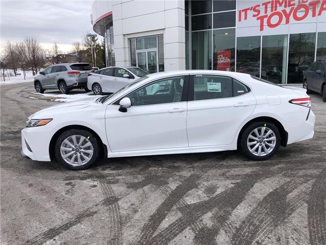 2020 Toyota Camry SE (Stk: 31555) in Aurora - Image 2 of 15