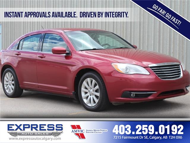 2013 Chrysler 200 Touring (Stk: P15-1320A) in Calgary - Image 1 of 17