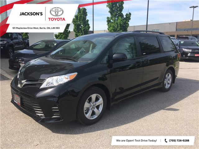 2020 Toyota Sienna LE 8-Passenger (Stk: 9960) in Barrie - Image 1 of 15