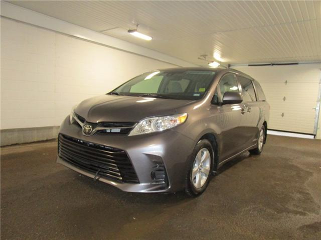 2019 Toyota Sienna LE 8-Passenger (Stk: F170626) in Regina - Image 1 of 38