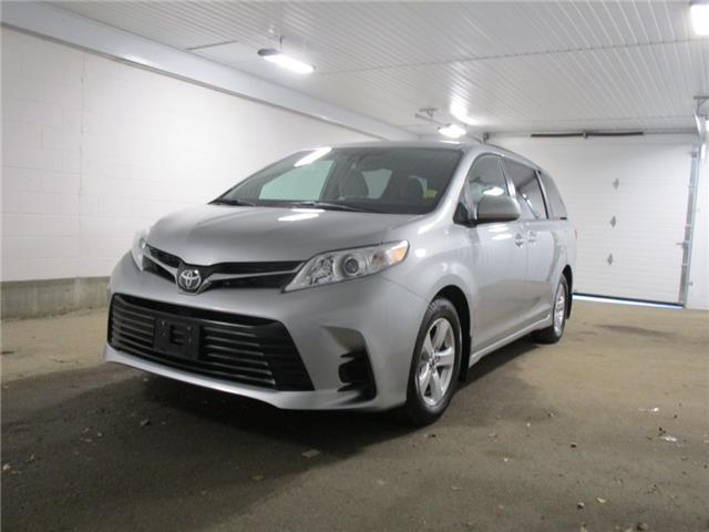 2019 Toyota Sienna LE 8-Passenger (Stk: F170880) in Regina - Image 1 of 30