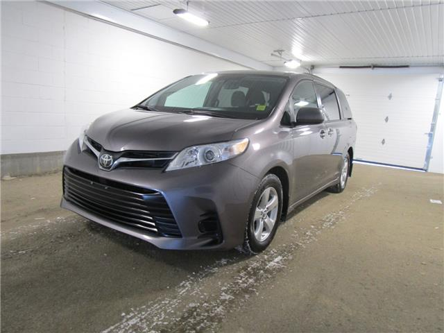2019 Toyota Sienna LE 8-Passenger (Stk: F171137) in Regina - Image 1 of 34