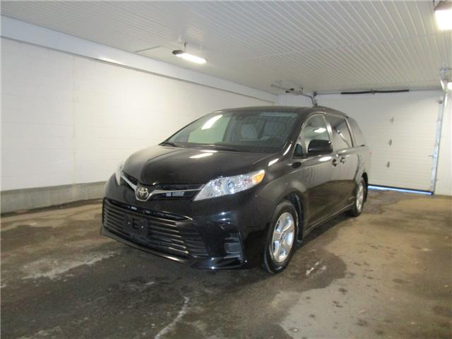 2019 Toyota Sienna LE 8-Passenger (Stk: F171277 ) in Regina - Image 1 of 32