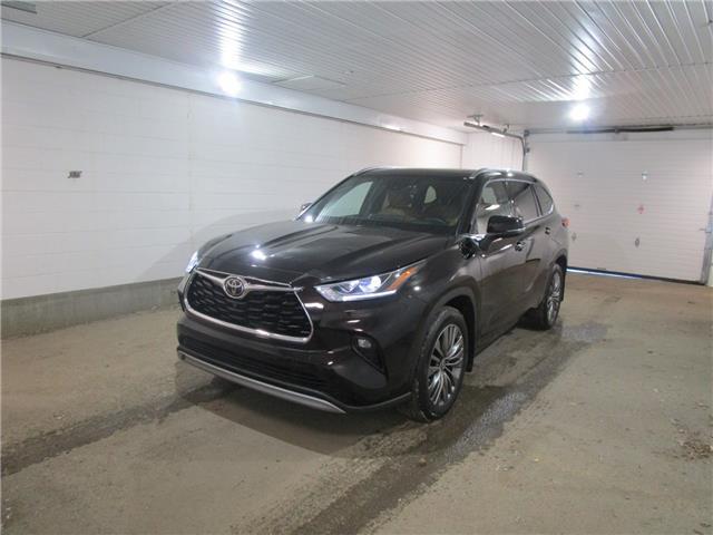 2020 Toyota Highlander Limited (Stk: F171755) in Regina - Image 1 of 32