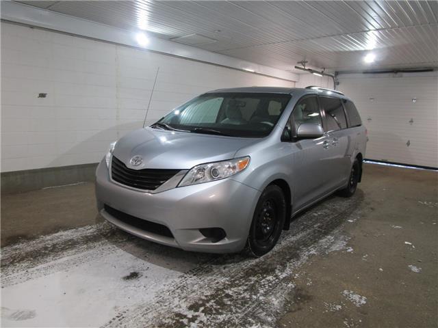 2014 Toyota Sienna LE 8 Passenger (Stk: 2032652) in Regina - Image 1 of 32