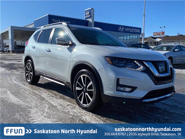 2017 Nissan Rogue SL Platinum 5N1AT2MV3HC841734 B7814 in Saskatoon