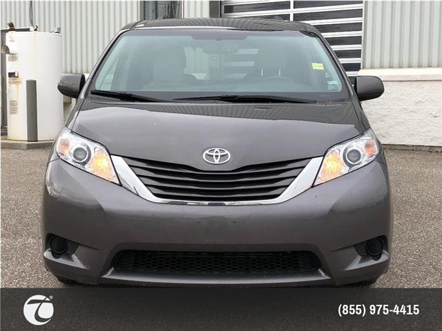 2017 Toyota Sienna LE AWD! NEW ARRIVAL ! (Stk: 31528) in Mississauga - Image 2 of 15