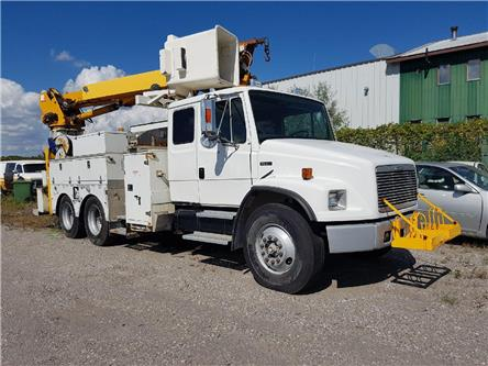 2001 Freightliner  BUCKET TRUCK (Stk: J46935) in Cambridge - Image 1 of 6