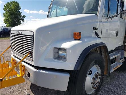 2001 Freightliner  BUCKET TRUCK (Stk: J46935) in Cambridge - Image 2 of 6