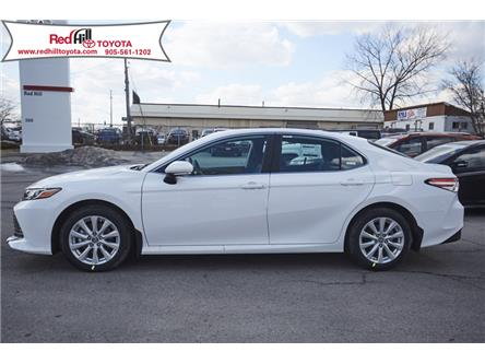 2019 Toyota Camry LE (Stk: 19507) in Hamilton - Image 2 of 12