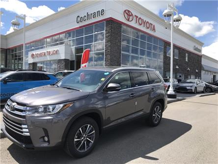 2019 Toyota Highlander XLE (Stk: 190346) in Cochrane - Image 2 of 15