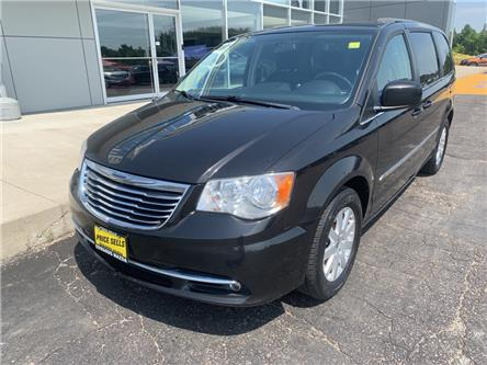 2013 Chrysler Town & Country Touring-L (Stk: 21870) in Pembroke - Image 2 of 12