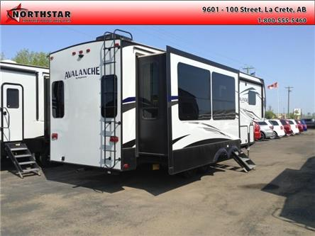 2019 Keystone Avalanche 300RE (Stk: SR026) in  - Image 2 of 22