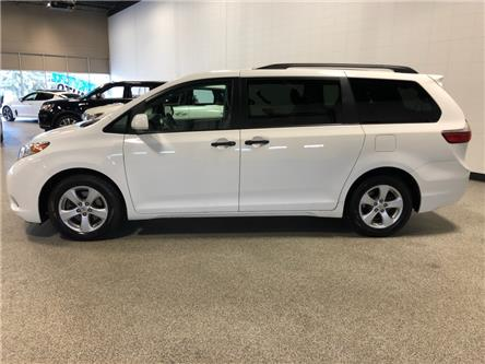 2017 Toyota Sienna LE 7 Passenger (Stk: P12147) in Calgary - Image 2 of 15
