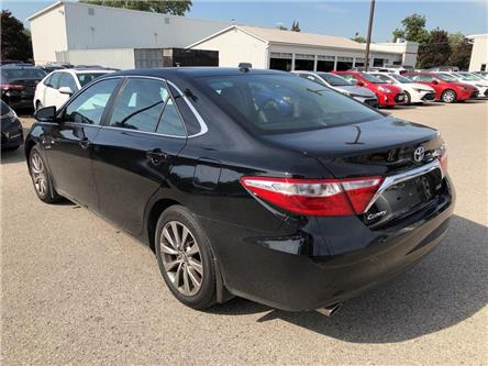 2016 Toyota Camry XLE V6 (Stk: U19419) in Goderich - Image 2 of 18