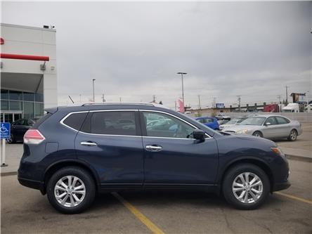 2016 Nissan Rogue SV (Stk: U194291) in Calgary - Image 2 of 27