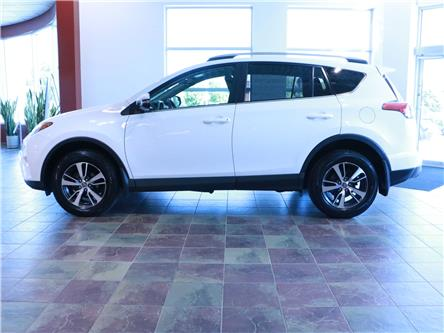 2018 Toyota RAV4 LE (Stk: 195942) in Kitchener - Image 2 of 31