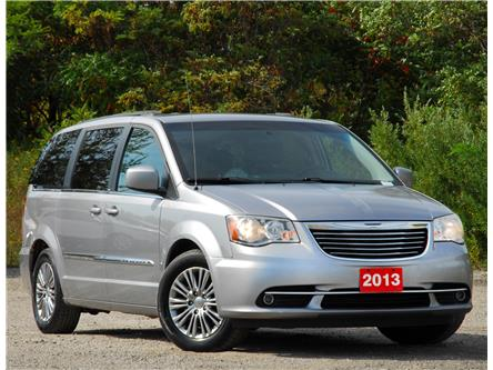2013 Chrysler Town & Country Touring-L (Stk: 9F6720A) in Kitchener - Image 1 of 16