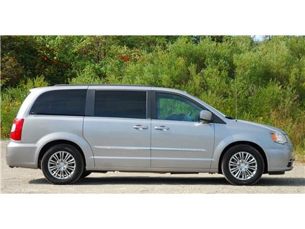 2013 Chrysler Town & Country Touring-L (Stk: 9F6720A) in Kitchener - Image 2 of 16