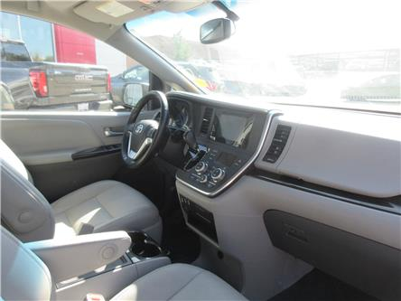 2015 Toyota Sienna XLE 7 Passenger (Stk: 9633) in Okotoks - Image 2 of 31