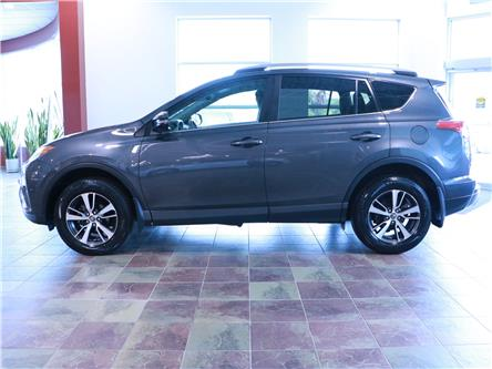 2018 Toyota RAV4 LE (Stk: 195938) in Kitchener - Image 2 of 31