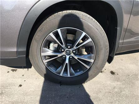 2018 Toyota Highlander LE AWD ALLOYS, BACK UP CAMERA, 8 PASSENGER, TSS-P, (Stk: 45708A) in Brampton - Image 2 of 26