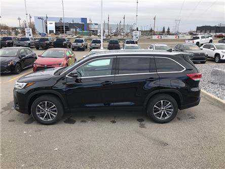 2019 Toyota Highlander XLE (Stk: 190474) in Cochrane - Image 2 of 29