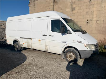2005 Dodge Sprinter Van 3500 High Roof (Stk: H4006A) in Toronto - Image 1 of 7