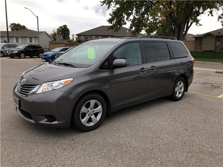 2017 Toyota Sienna LE 8 Passenger (Stk: U09619) in Goderich - Image 1 of 18
