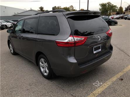 2017 Toyota Sienna LE 8 Passenger (Stk: U09619) in Goderich - Image 2 of 18