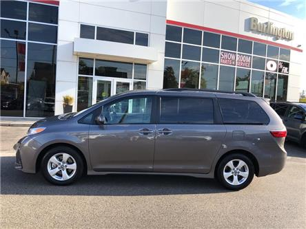 2020 Toyota Sienna LE 8-Passenger (Stk: U10873) in Burlington - Image 2 of 19